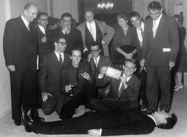 John Cage couché (1958)